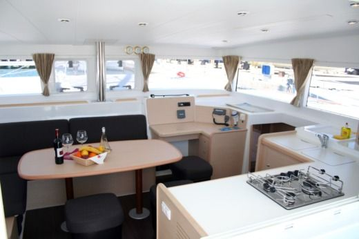 Catamaran BAVARIA 400 for hire