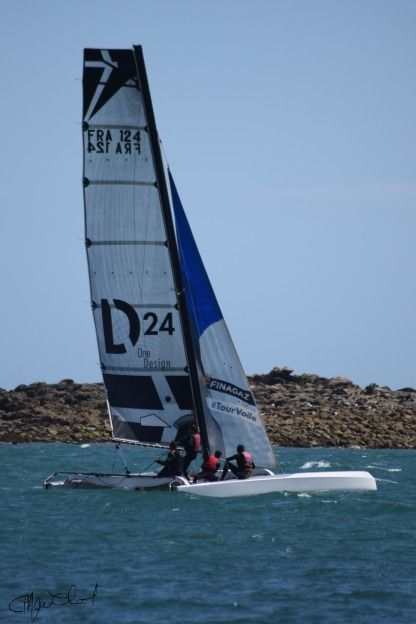 Charter Sailboat Adh Inotec Diam 24 Saint-Philibert