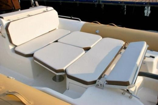 Charter rIB in Malte peer-to-peer
