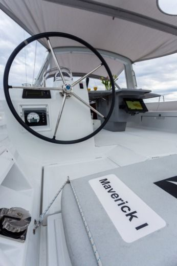 Sailboat Beneteau Oceanis 45 peer-to-peer