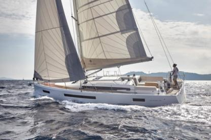 Rental Sailboat Jeanneau Sun Odyssey 490 Portisco