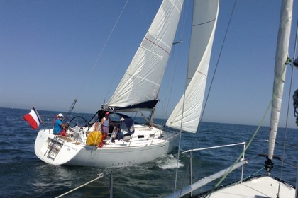 Rental Sailboat BENETEAU FIRST 36.7 Courseulles-sur-Mer
