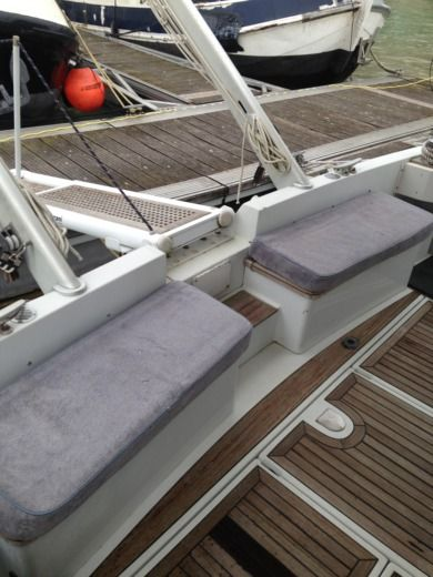 Motorboat FERRETTI ALTURA 40 for hire