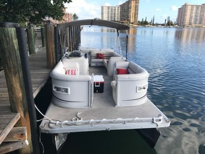 Charter Motorboat Crest Pontoon North Miami Beach