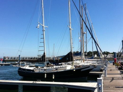 Sailboat Benford Belle Amie for hire