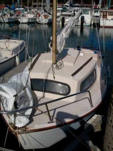Sailboat Beneteau Capelan