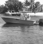 Motorboat Conch 27 for hire
