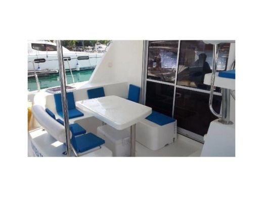 Catamaran Robertson & Caine Leopard 38 for hire