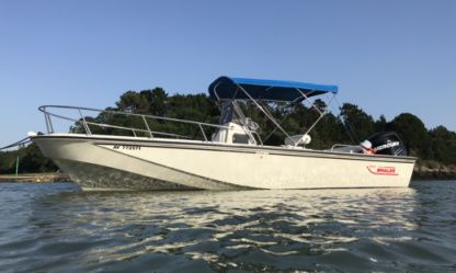 Charter Motorboat Boston Whaler Outrage 22 Arradon
