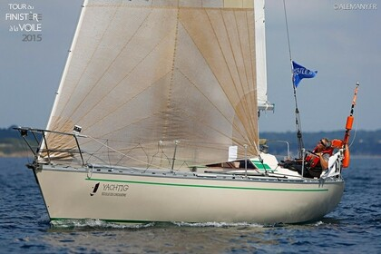 Hire Sailboat BENETEAU FIRST 32 La Forêt-Fouesnant