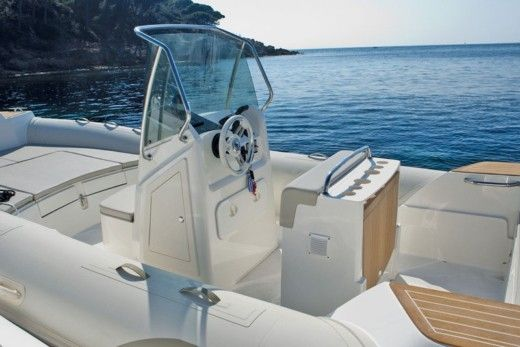 Capelli Ribs Division Capelli Tempest 700 in Saint-Raphaël for hire