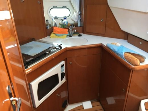 JEANNEAU Prestige 32 in Hyères for hire
