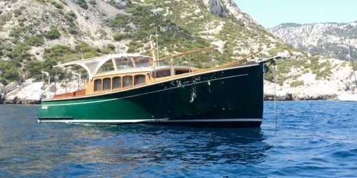 Latitude46 Andreyale40 in Cassis for hire