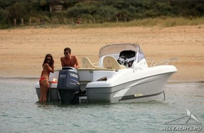 Rental Motorboat Beneteau 6 Spacedeck Barcelona