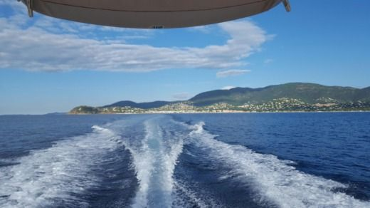 Charter motorboat in Cavalaire-sur-Mer peer-to-peer