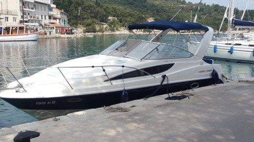 Motorboat Bayliner 285 Ciera Cruiser for hire