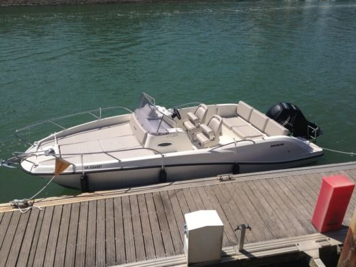Charter motorboat in Piriac-sur-Mer peer-to-peer