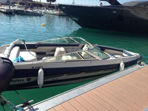 Charter motorboat in La Ciotat peer-to-peer