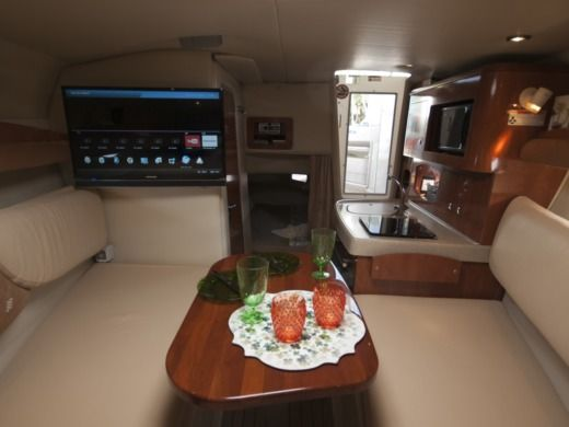 Four Winns 278 Vista in Split for hire