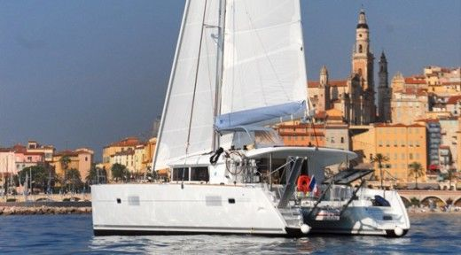Catamaran LAGOON 400 for hire