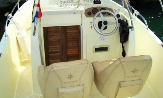 Jeanneau Boats Cc 635 Open in Split for hire