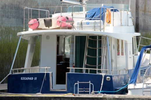 Motorboat BENETEAU SWIFT TRAWLER 42 peer-to-peer