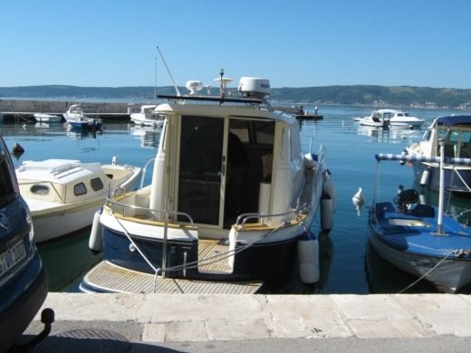 Motorboat Dunkic D.o.o. Sibenik 800 for hire