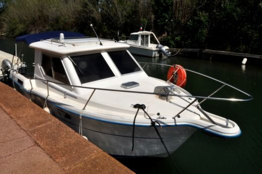 Motorboat OCQUETEAU ESPACE 740 for hire
