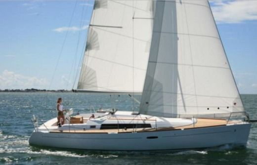 Sailboat BENETEAU Oceanis 37 peer-to-peer