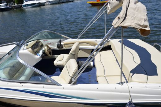 Motorboat Sea Ray 180 Closed Bow for rental