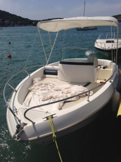 Kamarina 505 in Tisno for hire
