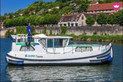 Charter Houseboat Pénichettes® P1020 Flying Bridge Briare