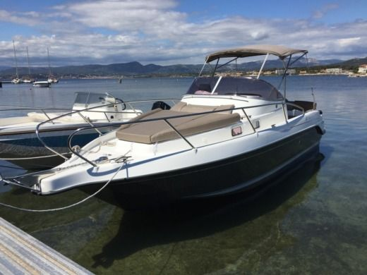 Motorboat B2 Marine Cap Ferret 752 DC for hire