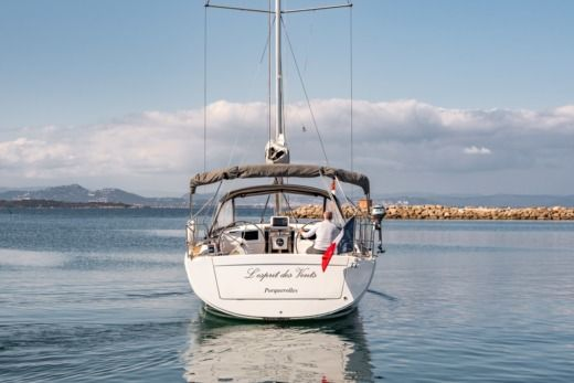 Charter sailboat in Hyères peer-to-peer