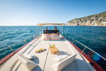 Hire Motorboat Acquamarina Gold Sorrento