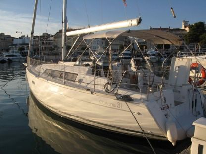 Rental Sailboat Beneteau Oceanis 31 Cambrils