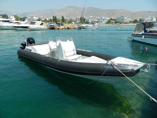 Gommone Bsk Skipper 4U 85 S tra privati