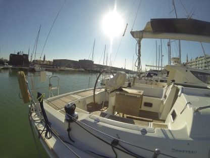 Rental Sailboat Beneteau Océanis 37 Bruges