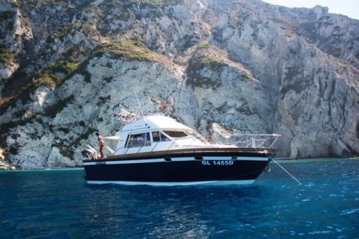 Motorboat POSILLIPO ANTIGUA 38 FLY for hire