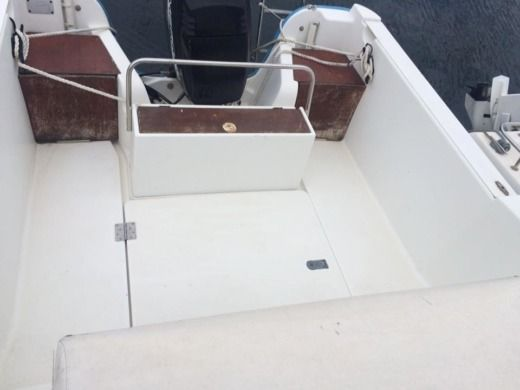 Motorboat Beneteau Ombrine 5,50m for hire