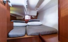 Rental Sailboat Beneteau Oceanis 37 Portisco
