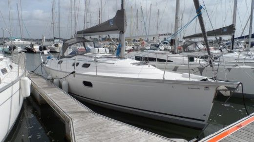 Dufour Gib Sea 33 in Lorient for hire