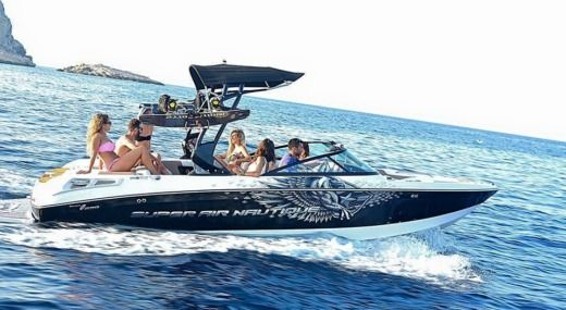 Barca a motore CORRECT CRAFT SUPER AIR NAUTIQUE 230 TEAM EDITION da noleggiare