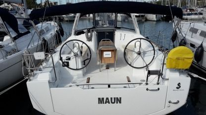 Rental Sailboat Beneteau Oceanis 38 Pomer
