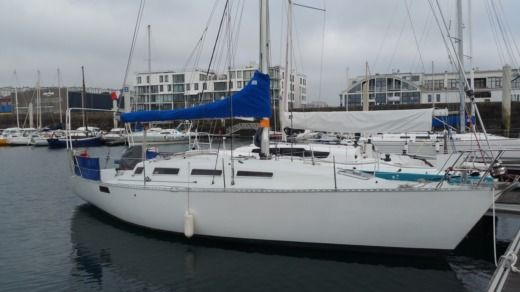 Sailboat Kirie Feeling 1100 for hire
