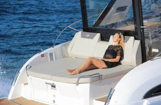Motorboat Bavaria S45 Coupe for hire