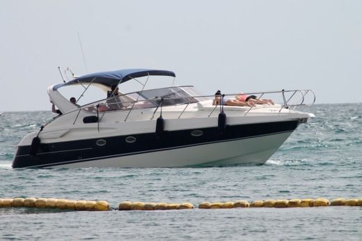Motorboat Beneteau Senseo for hire