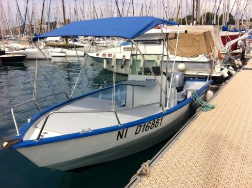 Motorboat Chantier Pro 2000 Outre Mer 5000 for hire