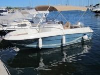 Motorboat Jeanneau Cap Camarat 5.5 Style for hire