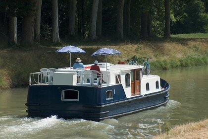 Charter Motorboat France Fluvial EuroClassic 139 Tonnerre